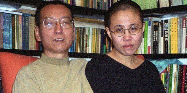 Imagen de archivo del Nobel de la paz Liu Xiaobo (L) y su mujer, Xia in