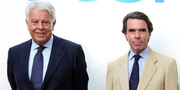 El juego de ponerle bigote a José María Aznar en esta foto que te tendrá entretenido varias