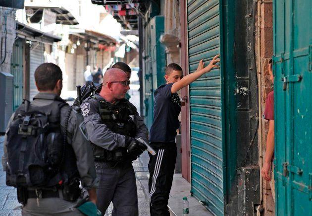 Jerusalén: Dos policías israelíes muertos tras el ataque de tres palestinos, que han sido abatidos en...