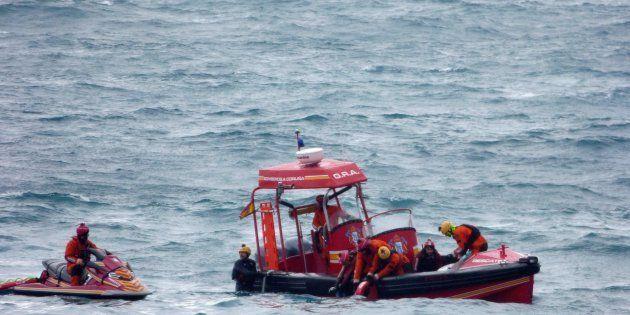 Localizan un cuerpo en la zona de búsqueda de la joven arrastrada por el mar en A