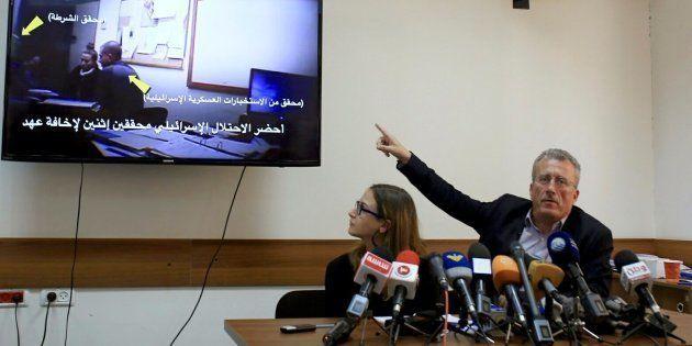 Basem Tamimi, padre de Ahed, junto a Mariam Barghouti, activista de la plataforma 'Liberad a los Tamimi',...