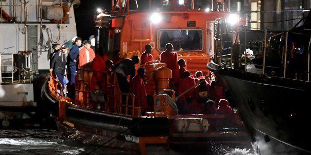 Rescate de 77 migrantes en el Mar de