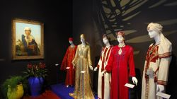 La Fondation Pierre Bergé-Yves Saint Laurent fait don de caftans de collection à la