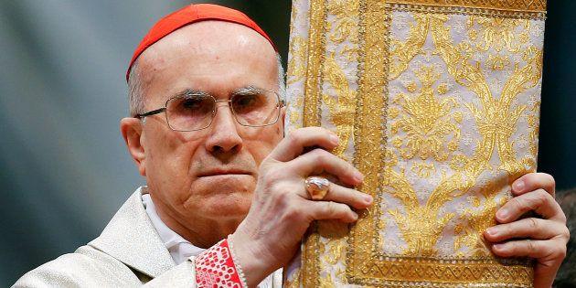 El cardenal Tarcisio Bertone comanda una misa por el 900º aniversario de la Orden de Malta, celebrada...