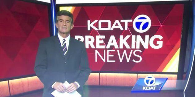 Un fallo técnico hace que este presentador pierda los papeles,