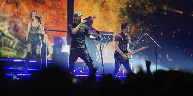 Indignación del público en el concierto de Enrique Iglesias en