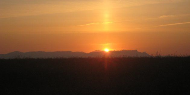 Uno de los amaneceres más tempranos del año cerca de Santo Domingo de la Calzada (La Rioja), un 27 de...