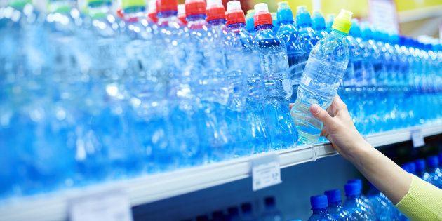 La cadena de supermercados Supersano deja de vender por primera vez agua en botellas de