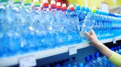 Una cadena de supermercados española deja de vender por primera vez agua en botellas de