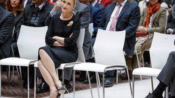 Cifuentes sólo dimitirá por la polémica del máster si se lo pide