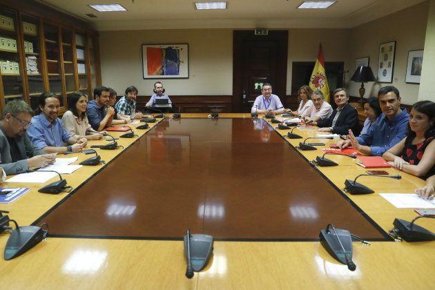 PSOE y Podemos mantienen diferencias sobre Cataluña pero abren un espacio de diálogo en el