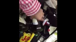 Empleadas de un Eroski pillan a unos clientes escondiendo productos robados en un cochecito