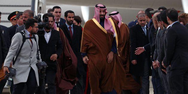 El príncipe Mohammed bin Salman, a su llegada hoy a la base de Torrejón de Ardoz