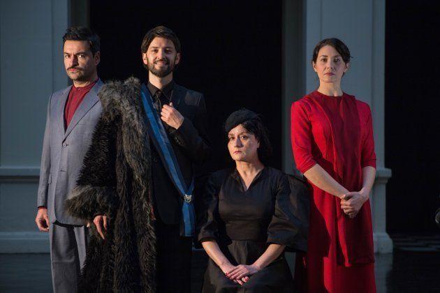 Parte del elenco de El presidente de Thomas Bernhard del Teatro Nacional