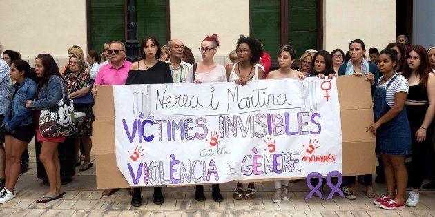 Concentración en Castellón en repulsa por el asesinato de las dos niñas a manos de su