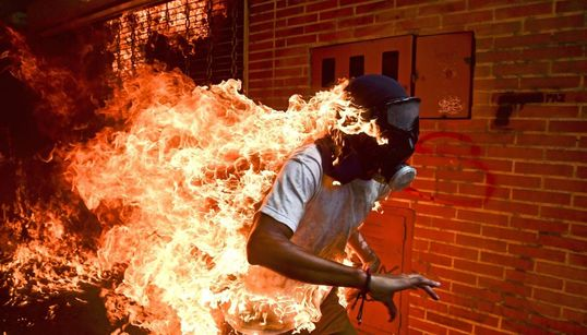 Una foto de las protestas anti Maduro en Venezuela ganadora del World Press Photo