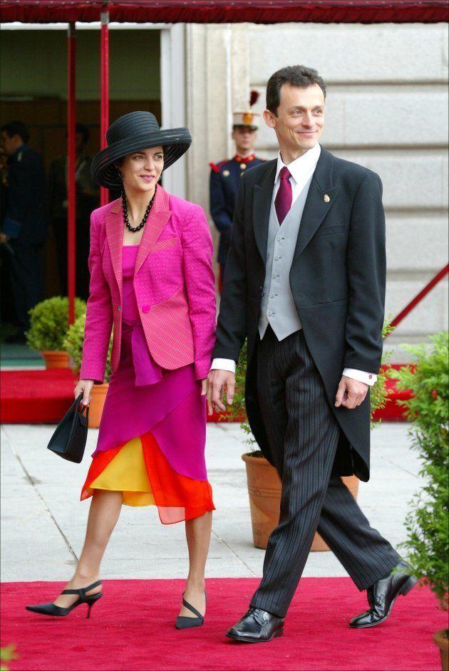 Pedro Duque y Consuelo Femenía, en la boda de los reyes Felipe y Letizia, en