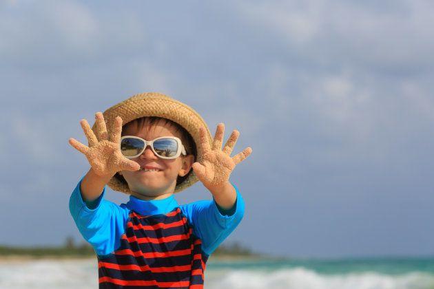Cinco consejos para poner crema solar a los niños que no se