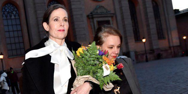 La secretaria permanente de la Academia Sueca, Sara Danius y la miembro de la Academia Sara Stridsberg...