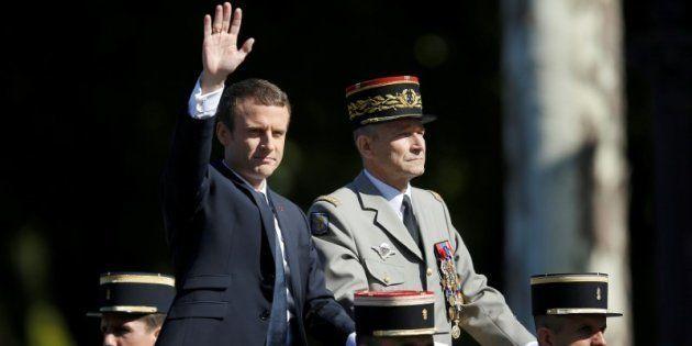 El presidente galo Emmanuel Macron y el hasta hoy jefe de Estado Mayor de Francia, el general Pierre...