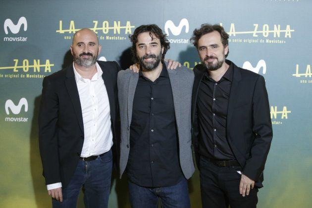 Los directores y hermanos Alberto y Jorge Sánchez Cabezudo con Gonzalo López Gallego (centro) durante...
