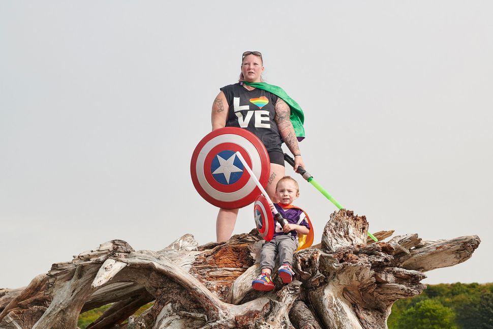 A mi hijo y a mí nos gusta jugar a los superhéroes. No hay necesariamente ningún simbolismo en los disfraces...