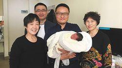 Nace un bebé cuatro años después de la muerte de sus padres en un