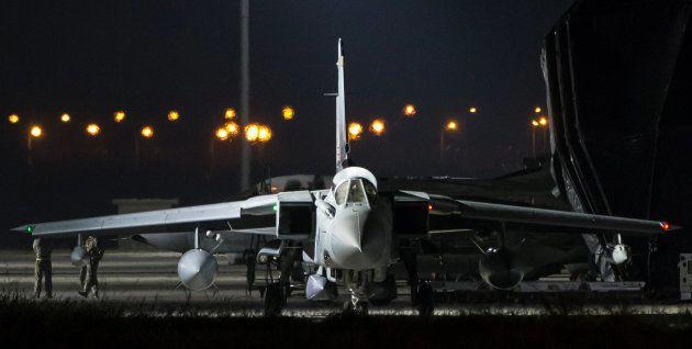 UN RAF Tornado del Reino Unido, antes de despegar de la base de Akrotiri,