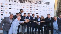 La imagen de la presentación del Mundial femenino de baloncesto que indigna a Teresa Rodríguez por