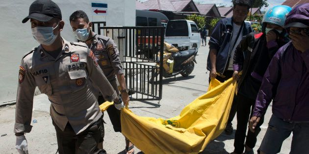 Los muertos por los terremotos y el tsunami en Indonesia ascienden a