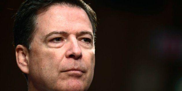 El exdirector del FBI James Comey compara a Trump con la Mafia y dice que no está