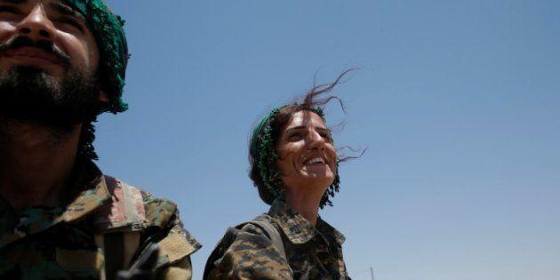 Sheen Ibrahim, una miliciana kurda, retratada en Raqqa el pasado 16 de