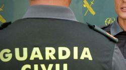 La Guardia Civil calienta (pero mucho) Twitter con el agente 'buenorrísimo' que ha utilizado para acercar el Cuerpo al