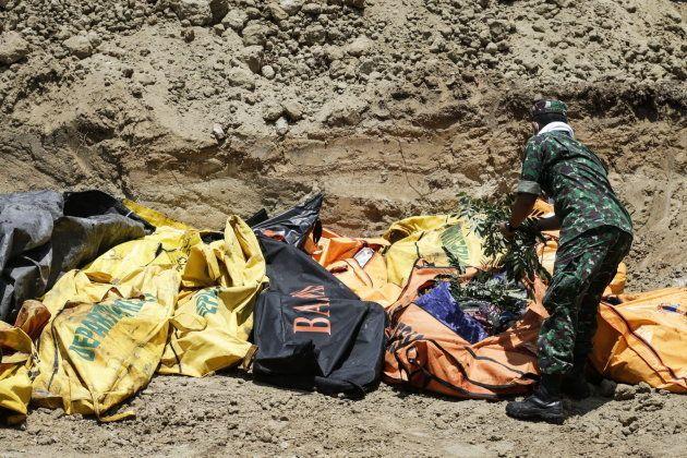 Entierro de las víctimas tras la catástrofe en