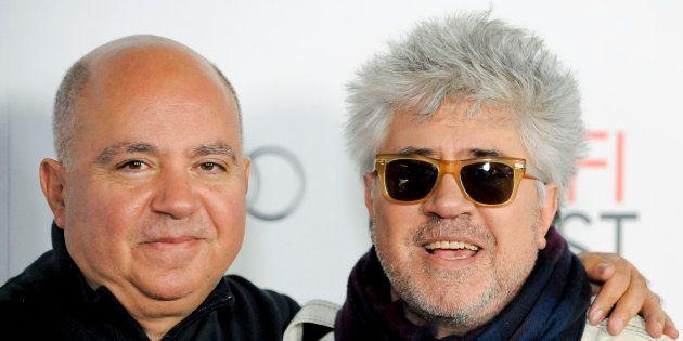 Agustín y Pedro Almodóvar en noviembre de 2011 en Los Ángeles, Estados