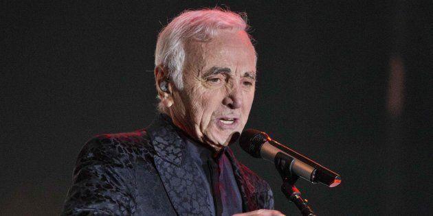 Imagen de archivo del cantante Charles Aznavour en un concierto en Tel Aviv el 23 de noviembre de