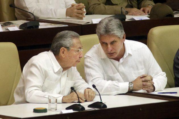 Raúl Castro y Miguel Díaz-Canel, fotografiados en la Asamblea Nacional en