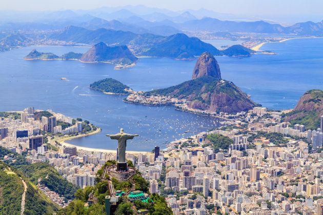 Vista aérea del Cristo Redentor y el Corcovado de Río de Janeiro,