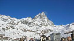 Un borracho escala una montaña de los Alpes creyendo que iba hacia su