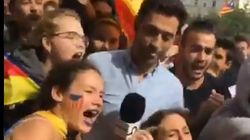 Manifestantes independentistas cercan por completo al reportero de 'Ya es mediodía'