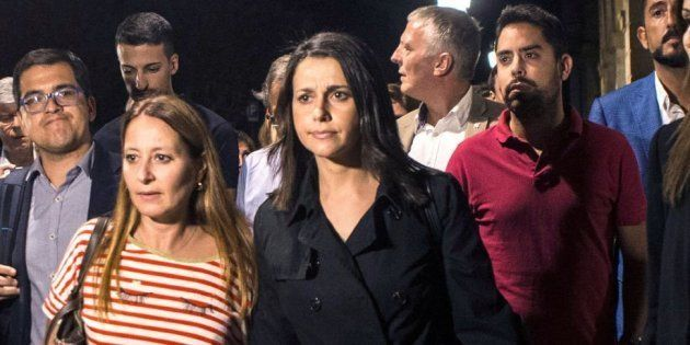 El 'hachazo' de Arrimadas a Sánchez por lo que escribía en Twitter mientras ella salía escoltada del