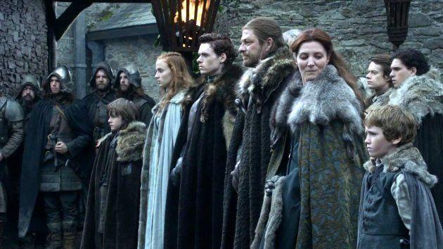Una muestra de la preeminencia blanca en la serie, una escena de los Stark cuando aún estaban vivos