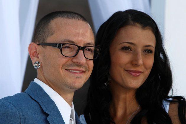Chester Bennington junto a su mujer Talinda en