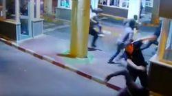 La Policía condecora al agente que se rompió una pierna pateando inmigrantes en la frontera de