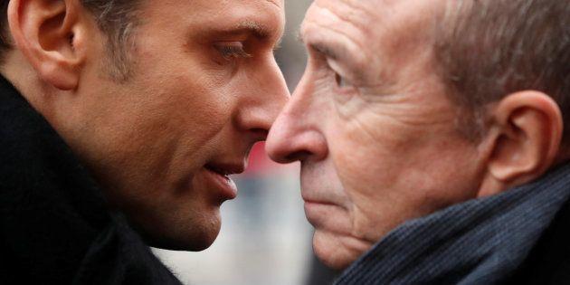 Emmanuel Macron charla íntimamente con su ya exministro del Interior, Gérard