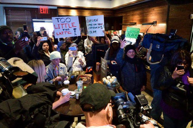 La decisión de Starbucks con la que intenta revertir las acusaciones de