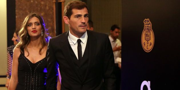 El futbolista Iker Casillas y la periodista Sara Carbonero, durante los premios Dragón de Oro en Oporto...