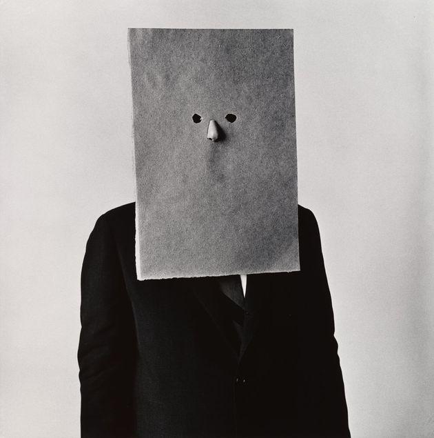 'Saul Steinberg in Nose Mask', Nueva York,