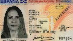 La Guardia Civil alerta: ojo si estás haciendo esto con tu DNI en la