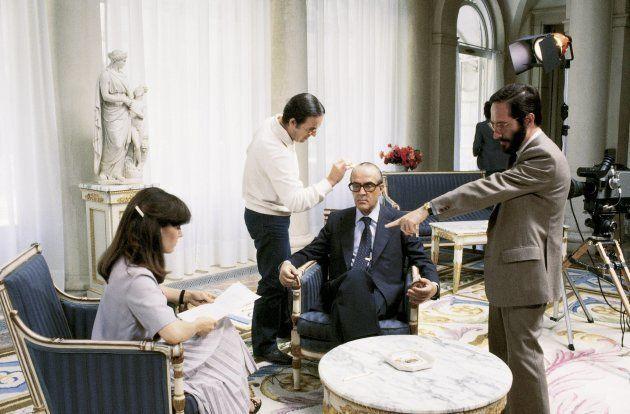 Pedro Erquicia preparando una entrevista con el presidente Leopoldo Calvo Sotelo junto a la periodista...
